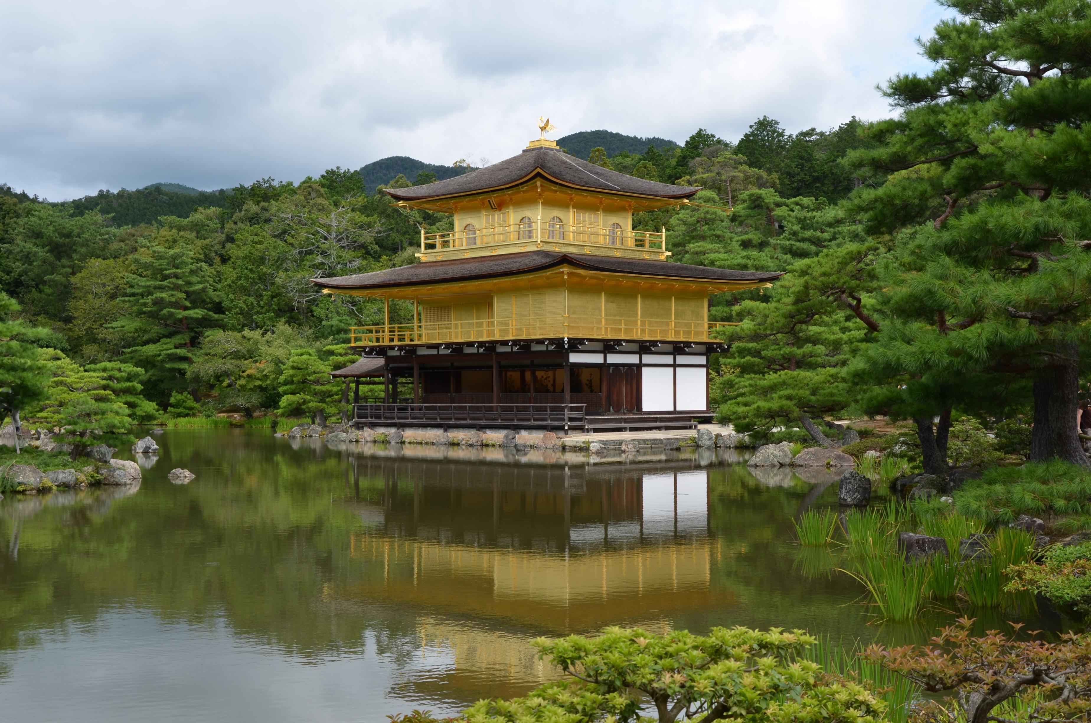 """Le Kinkaku-ji ou """"Pavillon d'or"""", situé à quelques kilomètres seulement du Centre international de Kyoto (photo personnelle)"""