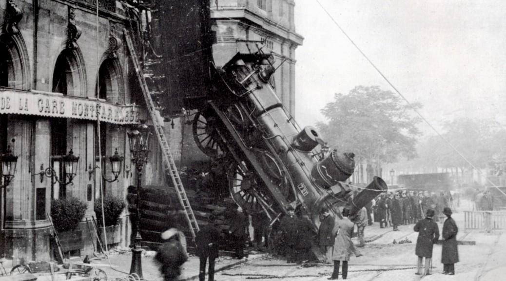 Train_wreck_at_Montparnasse_1895_2